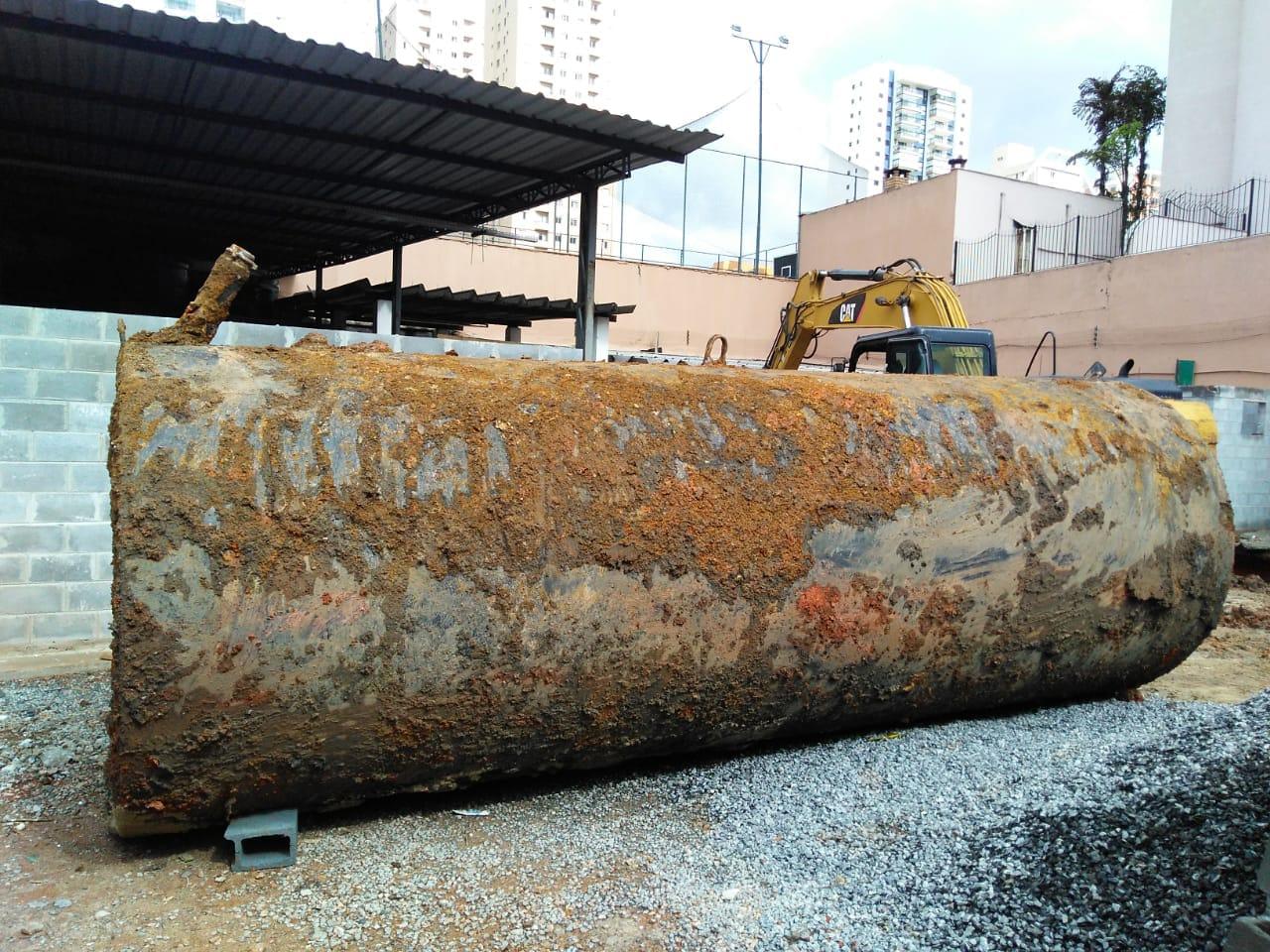 Remoção de Tanque de combustível. Foto: Geres Engenharia. Proibida cópia ou reprodução